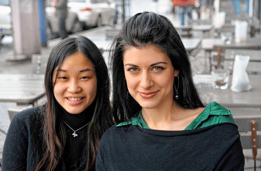 Freuen sich auf die Heidelberger Liedakademie und ihre prominenten Lehrer: Yorika Kimura (l.) und ...