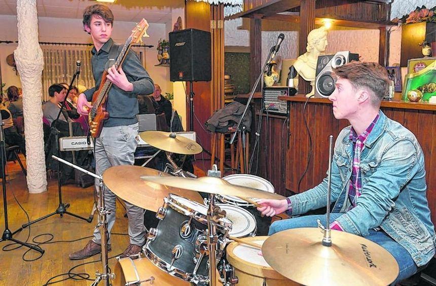 Herbie Hancock lässt grüßen: Die Band Triorität lässt es mit Jazzrock auf der offenen Bühne so ...