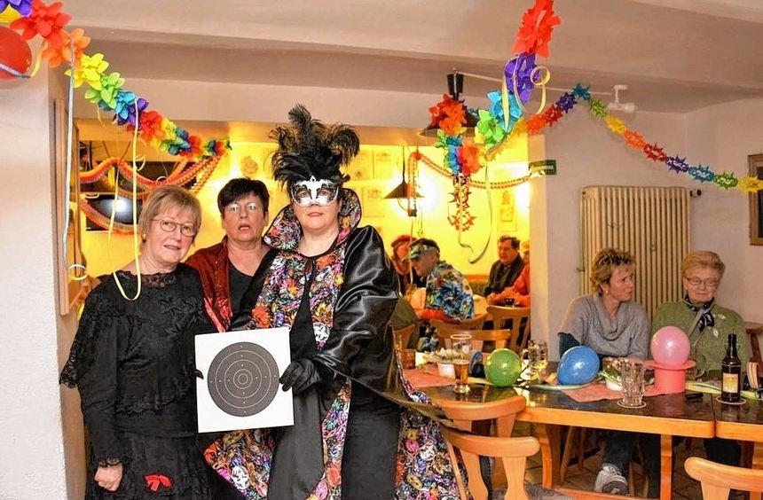 Bei der Schützenfastnacht in Einhausen mit dabei waren auch Ingrid Junghanns, Elona Forell und ...