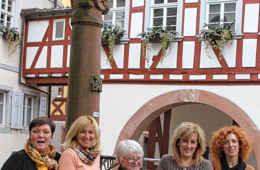 Die Teilnehmer der 7. Mathaisemarkt-Modenschau am 5. März (v. l.): Claudia Mönnikes-Kuntz, Renate ...