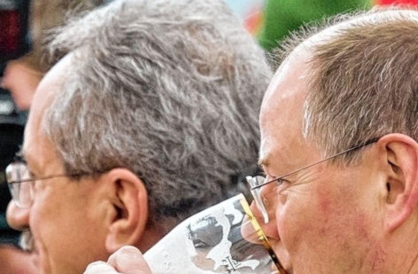 Weißbierlaune: Peer Steinbrück mit Spitzenkandidat Christian Ude.