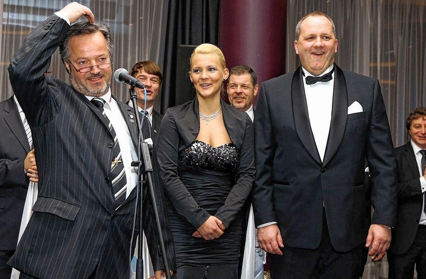 Abschied mit herzlichem Dank: das Prinzenpaar Jörn I. und Jana I. sowie die Begleitmannschaft ...