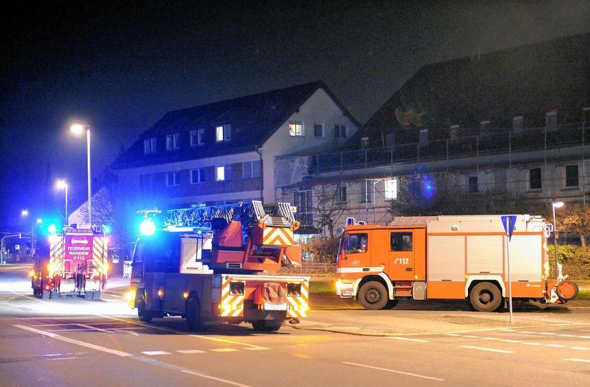 Zum Brand im Dachgeschoss des Schifferkinderheims Seckenheim rückten in der Nacht zum Mittwoch zwei ...