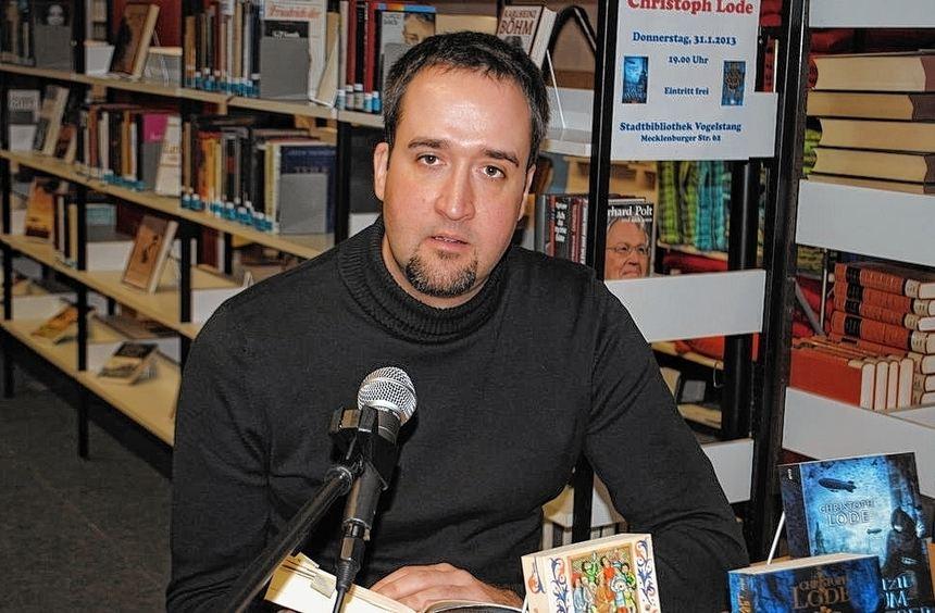 Historien- und Fantasy-Autor Christoph Lode las auf Einladung des Freundeskreises der ...