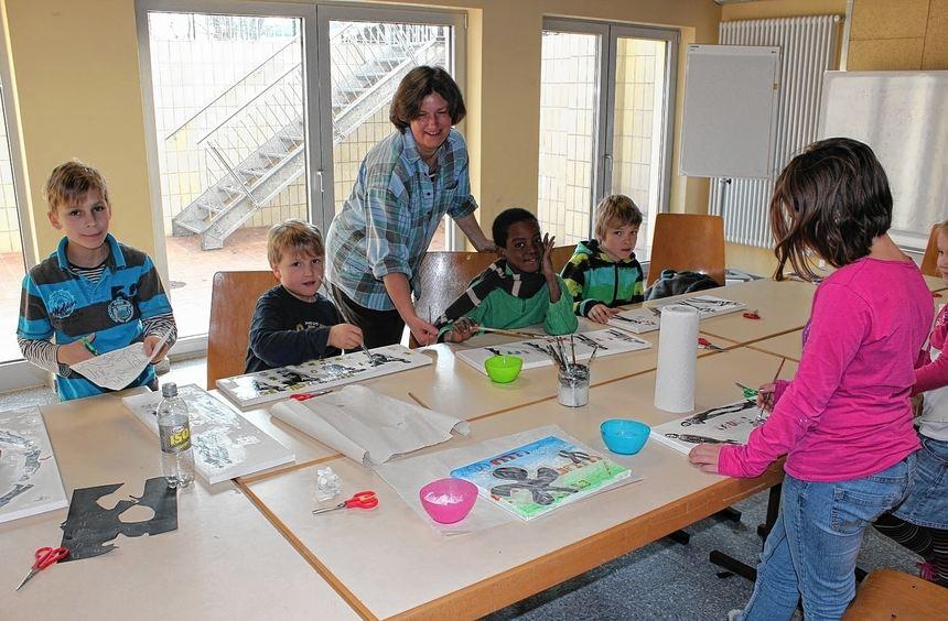 Stempeln, Malen, Zeichnen, Computerarbeit - bei den Projekten der Jugendkunst-schule greifen die ...