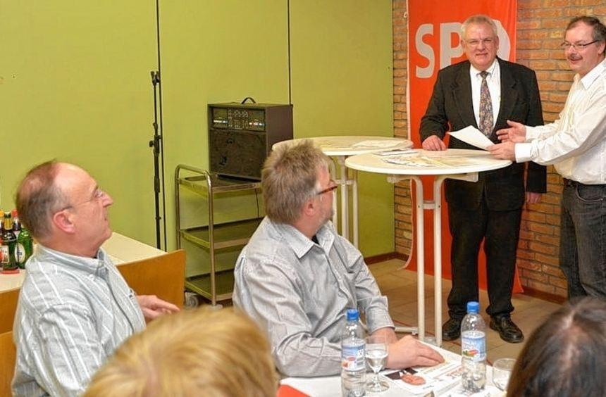 Vor dem Essen ein Gespräch: Udo Bauer (l.) und Daniel Ludwig.