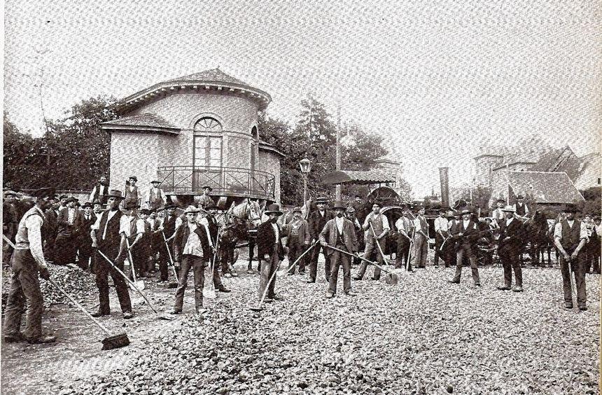 Italienische Wanderarbeiter um 1900 auf dem Ritterplatz Bensheim.