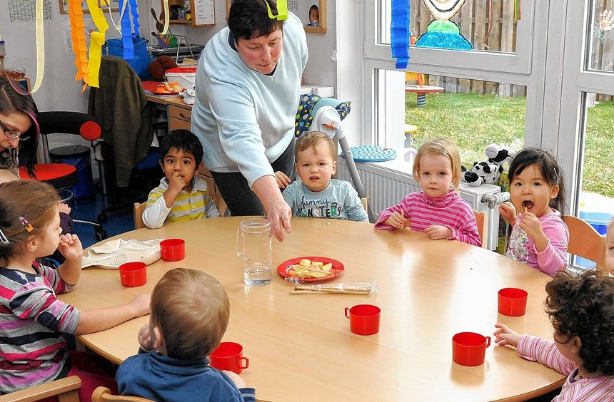 Teerunde im Mannheimer Kinderhaus in der Cheliusstraße. Bis August müssen in der Stadt noch mehr ...