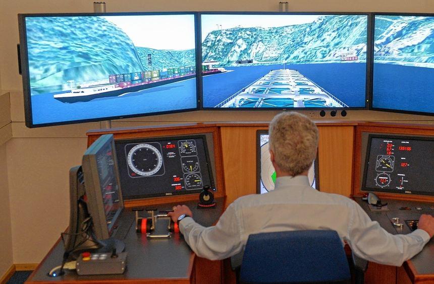 Sekunden vor dem Kentern: Am Simulator können die Experten den Untergang des Tankschiffes ...