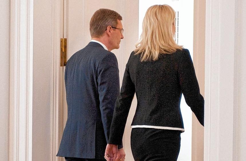 Vor einem Jahr: Christian und Bettina Wulff verlassen nach der Rücktrittserklärung des ...
