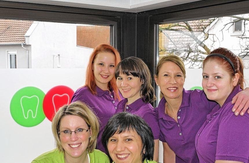 Das Team um Dr. Vanessa Wendt (vorne, l.) und Tatjana Abel-Miloseka hat die Praxis Dres. ...