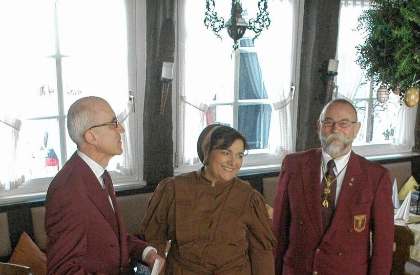 """Bei ihrem Jahrestreffen trafen die Mitglieder der Bruderschaft """"Das Goldene Vlies"""" auch mit der ..."""