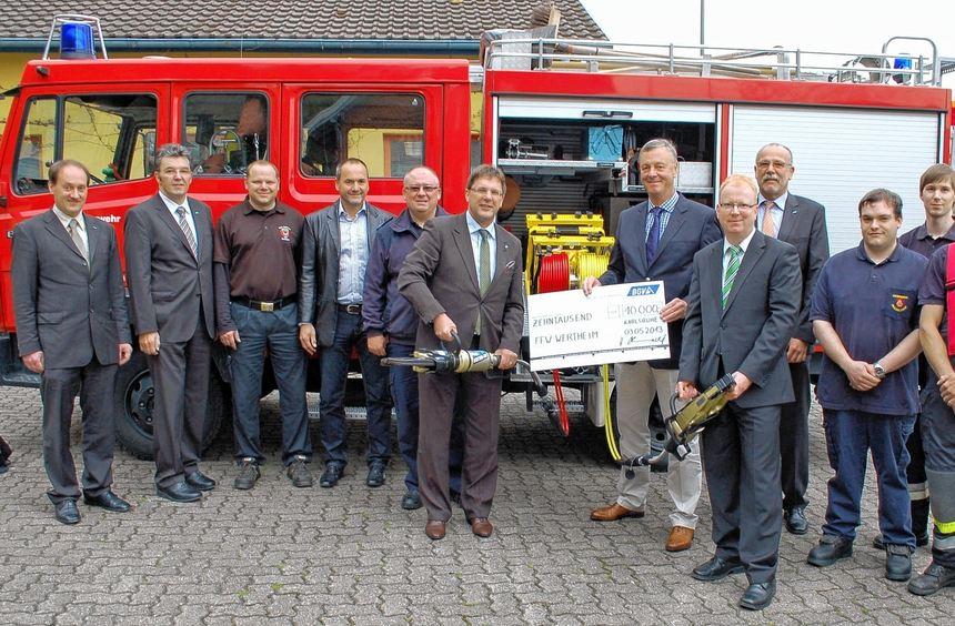 Ein hydraulisches Rettungsgerät wurde gestern dank einer Spende der Badischen Gemeindeversicherung ...