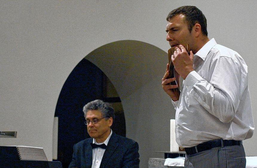 Die Panflöte gefühlvoll und atemberaubend gespielt: Roman Kazak mit Wladmir Steba am E-Piano.