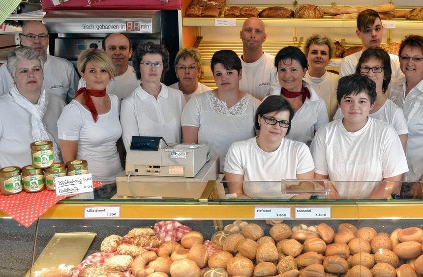 Feier des 50-jährigen Bestehens: Christoph und Marion Gärtner und ihr Mitarbeiterteam von der ...