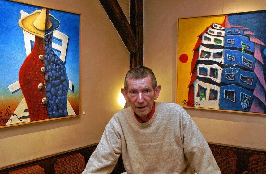 """Thomas Stakelbeck in seinem Heddesheimer Restaurant """"Schluckspecht's Kulturbetrieb"""". Auch am Herd ..."""