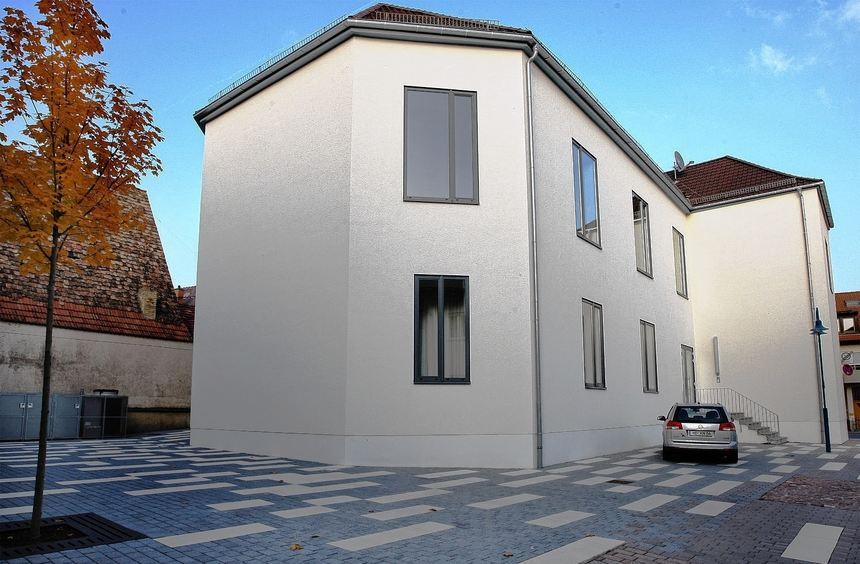 Unter anderem über das Gelände hinterm Lutherhaus (Bild: Blick auf den Saal) berät der ...