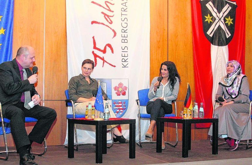 """Thomas Kurella interviewte Elisabeth Liermann, Maria Cirami und Özlem Demirci, die die """"Pass-Frage"""" ..."""