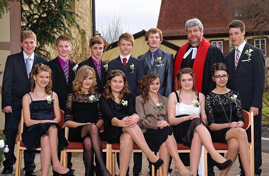 Zwölf junge Menschen wurden in der Schäftersheimer Nikolauskirche konfirmiert. Unser Bild zeigt ...