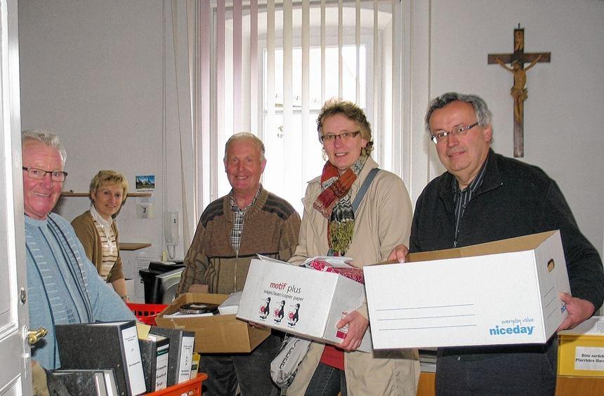 Freiwillige Helfer aus der gesamten Seelsorgeeinheit und auch der künftige Pfarrer Andreas Rapp ...