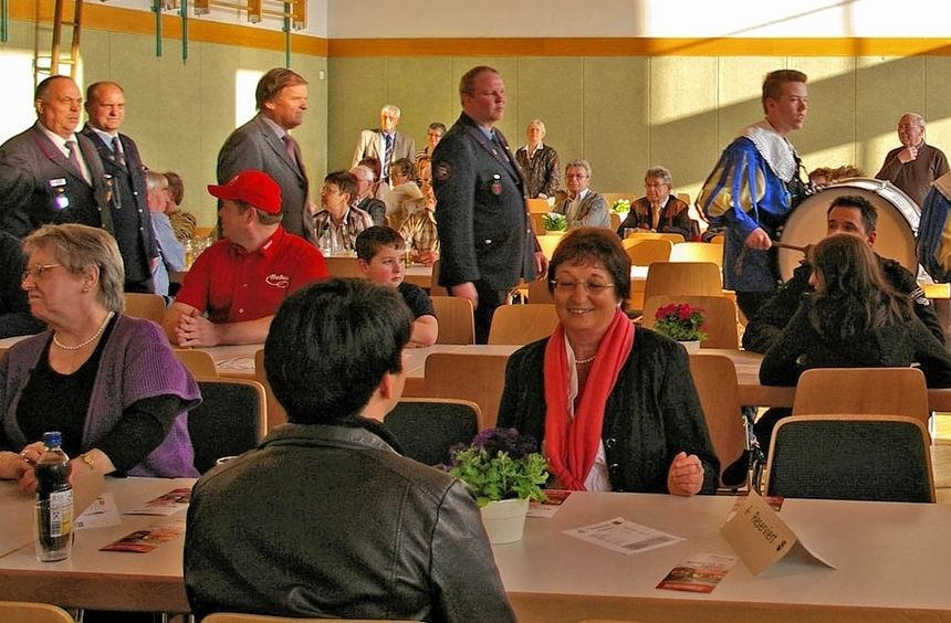 Mit dem Einzug der städtischen Herolde und der Ehrengäste begann in Freudenberg die Feier zum ...