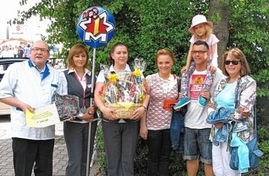 Kam ganz spontan und geht mit Worscht: Familie Lutri/Eich.