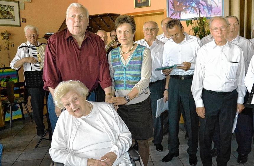 Die SpVgg Ilvesheim hatte zum mittlerweile 20. Seniorennachmittag eingeladen. Vorsitzende Dagmar ...