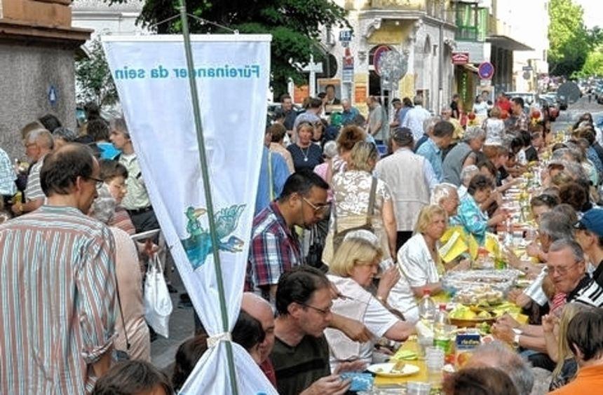 """Im Mai 2009 kamen über 5000 Gäste zur """"Meile der Religionen""""."""