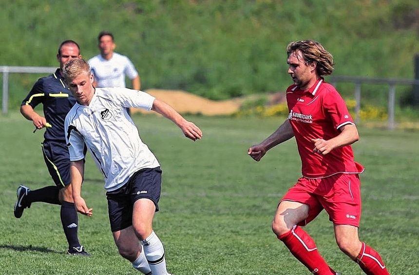 Der SV Wachbach (weiß) musste sich in der Bezirksliga der Mannschaft aus Hessental auf eigenem ...