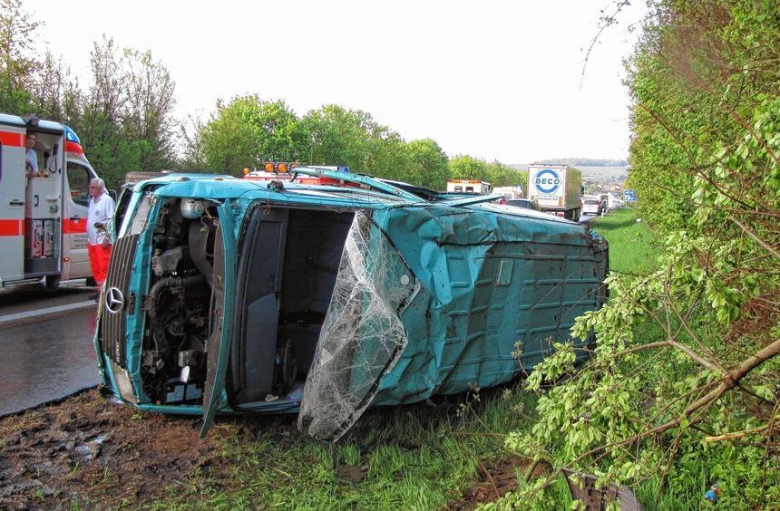 Ein Mann wurde bei diesem Unfall lebensgefährlich verletzt.