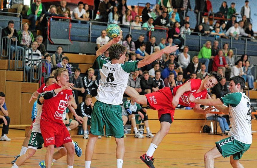 Lukas Wolf (beim Wurf, in der Partie gegen den TV Flein) schoss in den drei Qualifikationsspielen ...