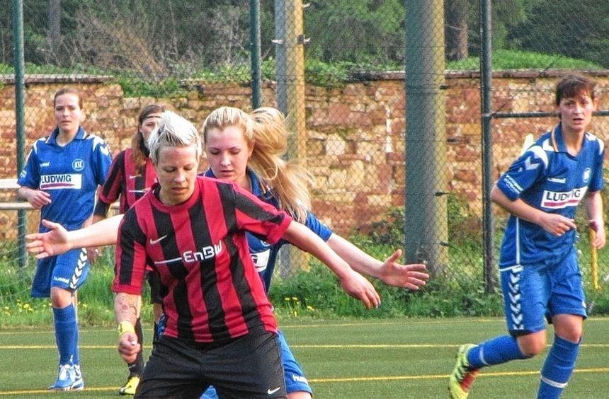 Miriam Schöll (am Ball) und (hinten verdeckt) Hannah Zauner holten mit dem SC Klinge Seckach einen ...