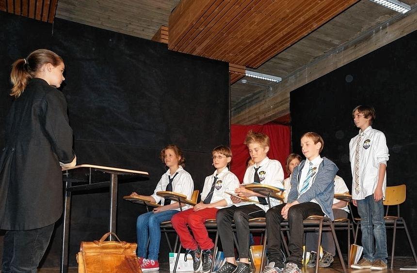 """Kästners berühmtes Stück """"Das fliegende Klassenzimmer"""" zeigte die Unterstufen-Theater-AG des CBG ..."""