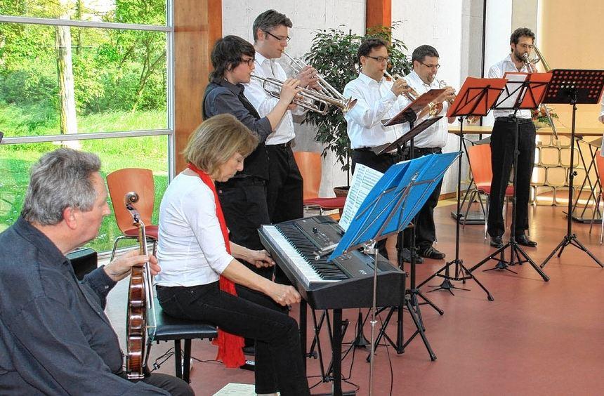 Ensemble-Leiterin Heike Wagner trieb beim Konzert nicht nur ihren Bläserkreis, sondern auch zwei ...