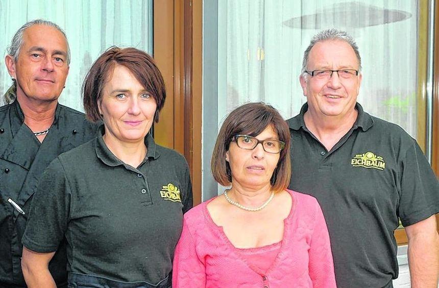 Das Qckuck-Team: Koch Thomas Keppler, Bedienung Anja Baran sowie das Wirtspaar Maria Rohde und ...
