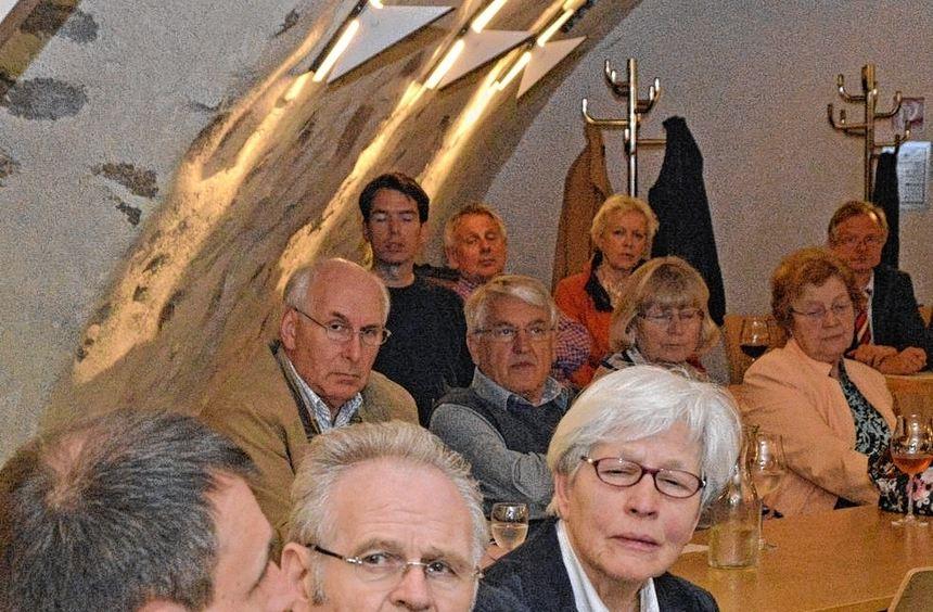 Dr. Matthias Hartwig (l.) vom Max-Planck-Institut Heidelberg beleuchtete bei einer Veranstaltung ...