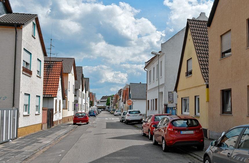 Die Frau flüchtete laut Angaben der Staatsanwaltschaft aus ihrer Wohnung in der Peterstraße vor ...