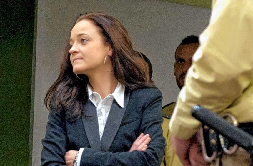 Bisher kannte man sie nur von Fahndungsplakaten: Selbstbewusst trat Beate Zschäpe vor Gericht auf.