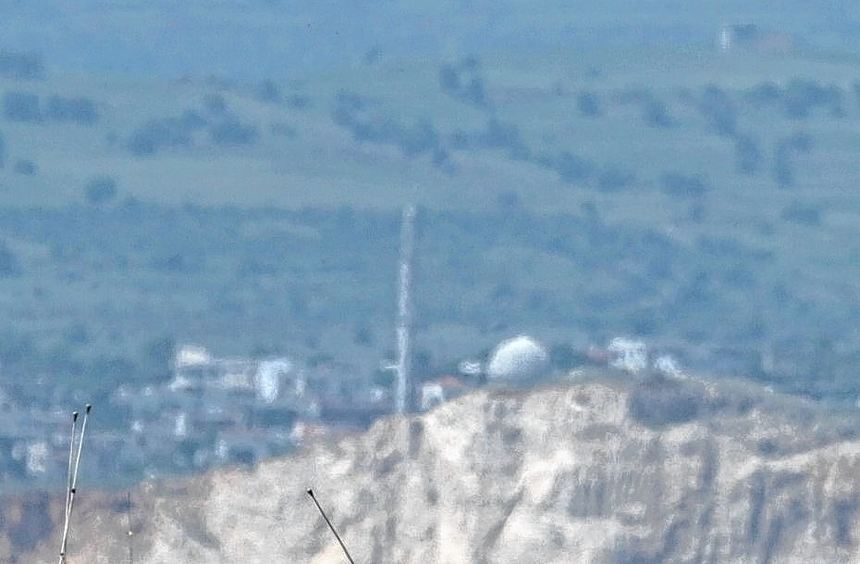 Trotz aller nach außen demonstrierten Gelassenheit verstärkt Israel seine Truppen auf den ...