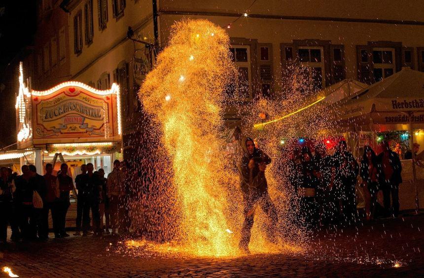 Faszinierend war die Show der Feuerschlucker zum Stadtfest-Finale am Sonntag.