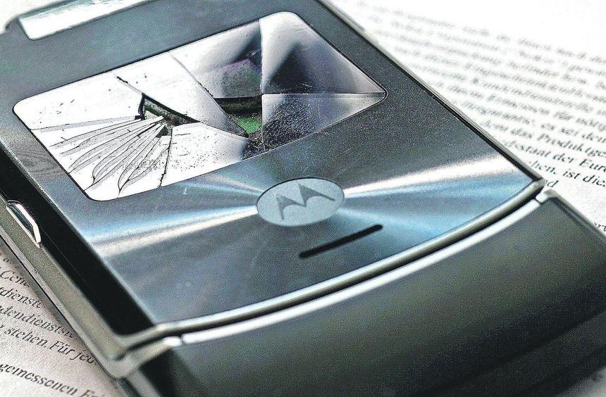 An einem Mobiltelefon können leicht Schäden entstehen. In einigen Fällen lohnt es sich, Handys oder ...