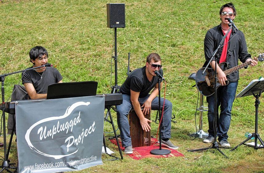"""Viel Beifall erhielt die Gruppe """"Unplugged Project"""", die beim Burgfest am Sonntag auftrat."""
