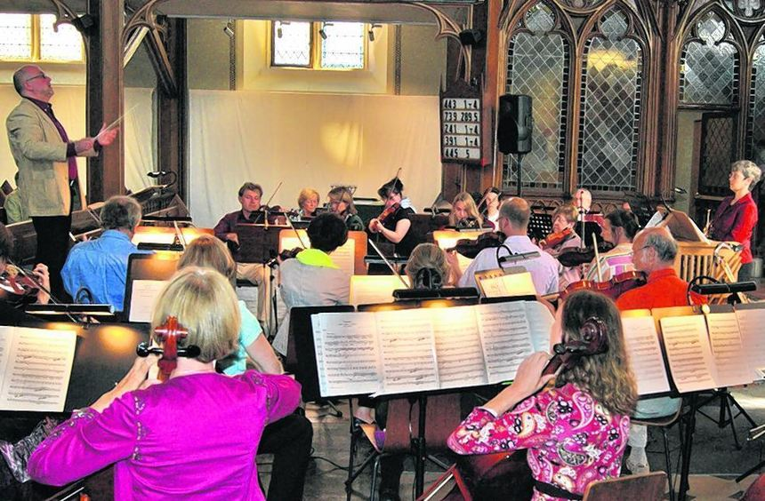 In der Seckenheimer Erlöserkirche gab das Kammerorchester unter der Leitung von Wolfgang Schaller ...