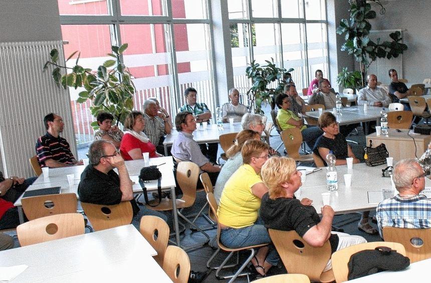 Auf Initiative der GdS diskutierten Neckarauer die Ergebnisse einer Umfrage in der Schulstraße und ...