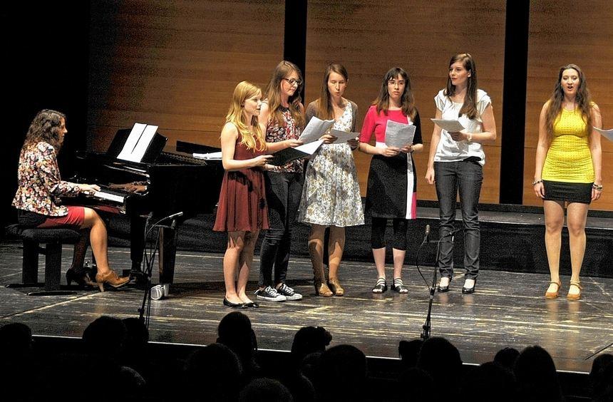 Beim Sommerkonzert der Liebfrauenschule auf der Bühne zu stehen ist für viele Musiker und Sänger ...