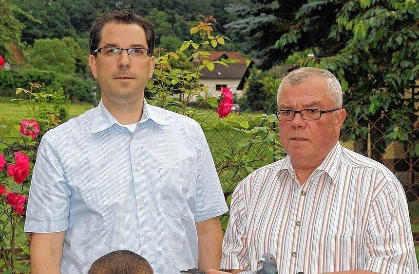 Erfolgreich: Das Bild zeigt Mike und Heinz Freudenberger (von links) und den Jungzüchter Johann ...