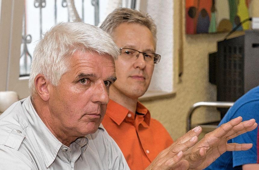 Fritz Eberhardt (l.) bleibt Vorsitzender der HSG Bensheim/Auerbach. Für die Jugendarbeit ist Dieter ...