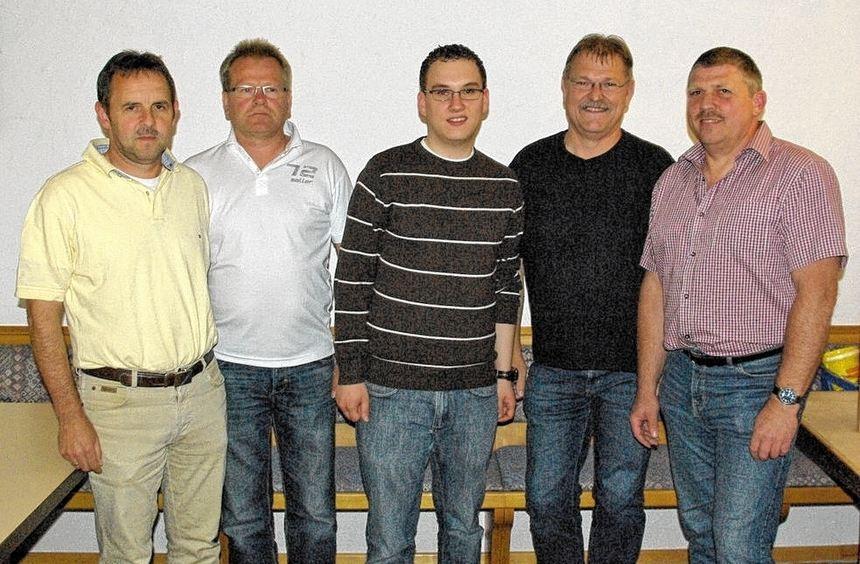 Die beiden scheidenden Vorstandsmitglieder des TSV Röttingen und ihre Nachfolger (von links) Karl ...