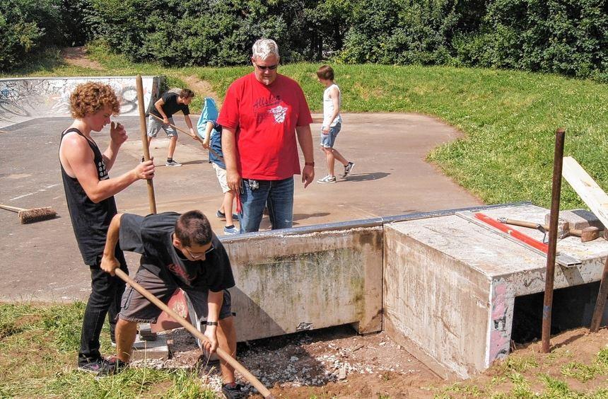 Die Skateranlage wird gemeinsam von Jugendlichen, Mitarbeitern der Stadtjugendpflege und den ...