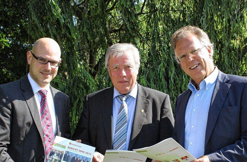 Der neue Bioenergie-Botschafter Alfred Beetz (Mitte) gemeinsam mit dem stellvertretenden ...